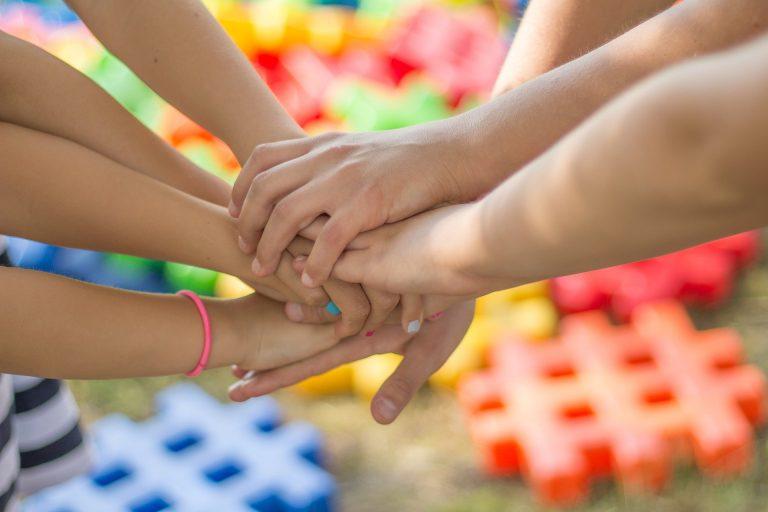 Pomoc dla dzieci przebywających w pieczy zastępczej